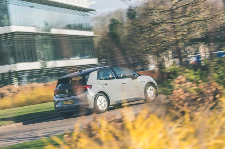 25 VW ID 3 2021 : essai routier sur l'arrière de la voiture