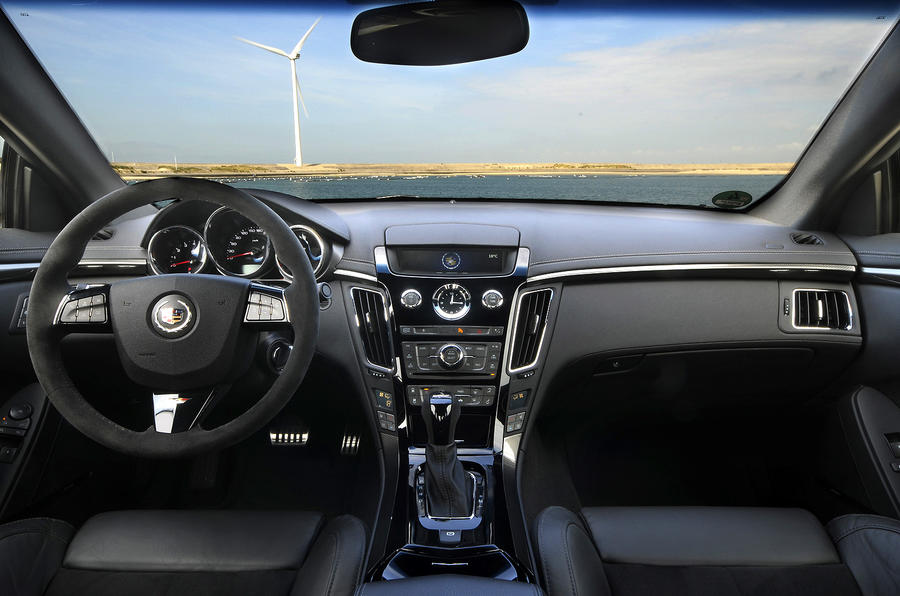 Cadillac CTS-V Coupe dashboard
