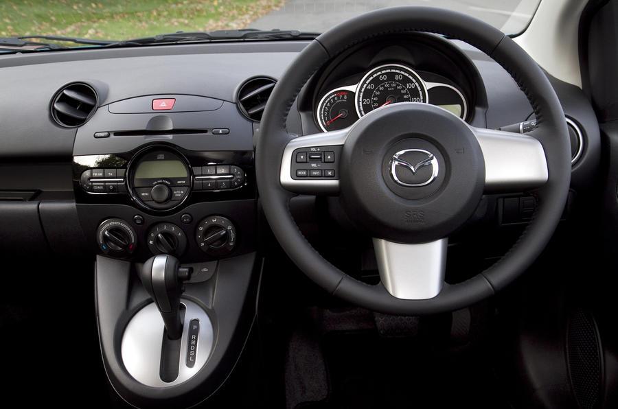 Mazda 2 1.5 TS2 dashboard
