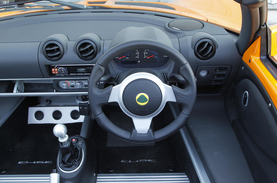 Lotus Elise S dashboard
