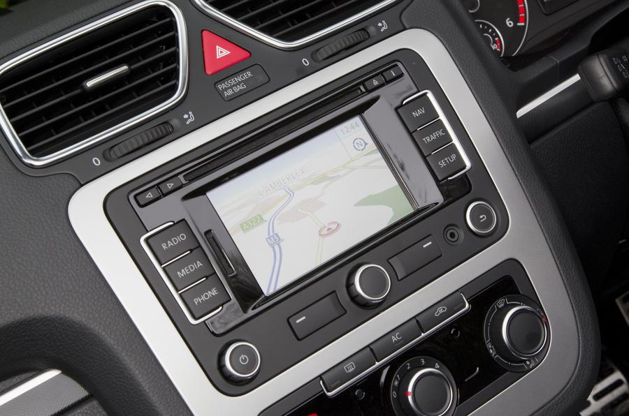 Volkswagen Eos infotainment