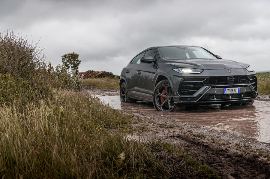 Lamborghini Urus 2019 road test review - static mud