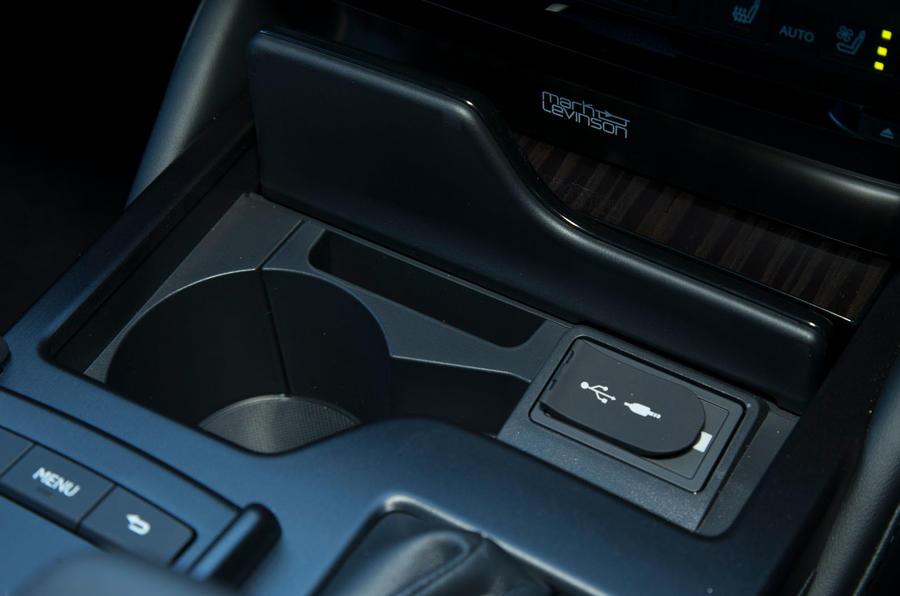 Lexus ES 2019 road test review - cup holder
