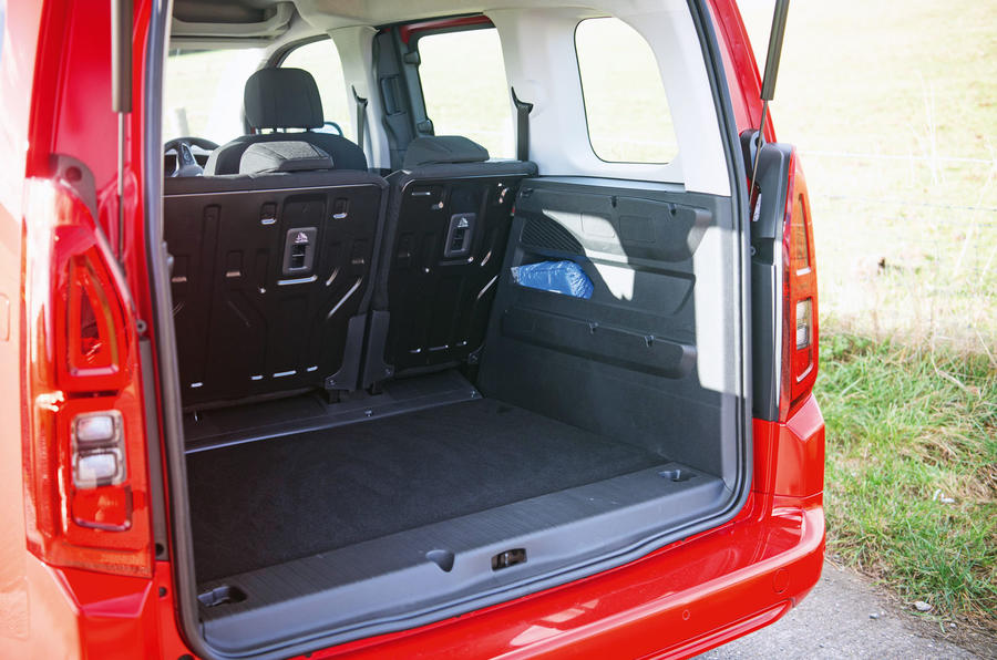 f451e601038e13 ... Vauxhall Combo Life 2018 road test review - boot cover off ...