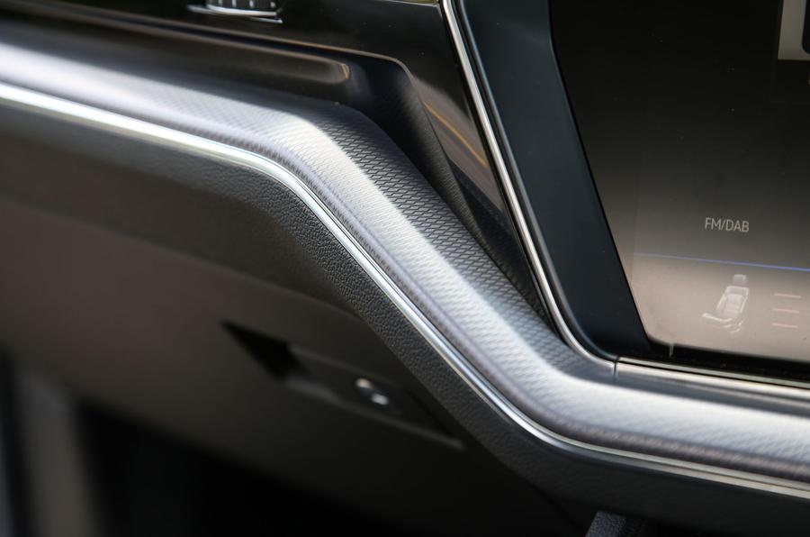 Volkswagen Touareg 2018 road test review interior trim