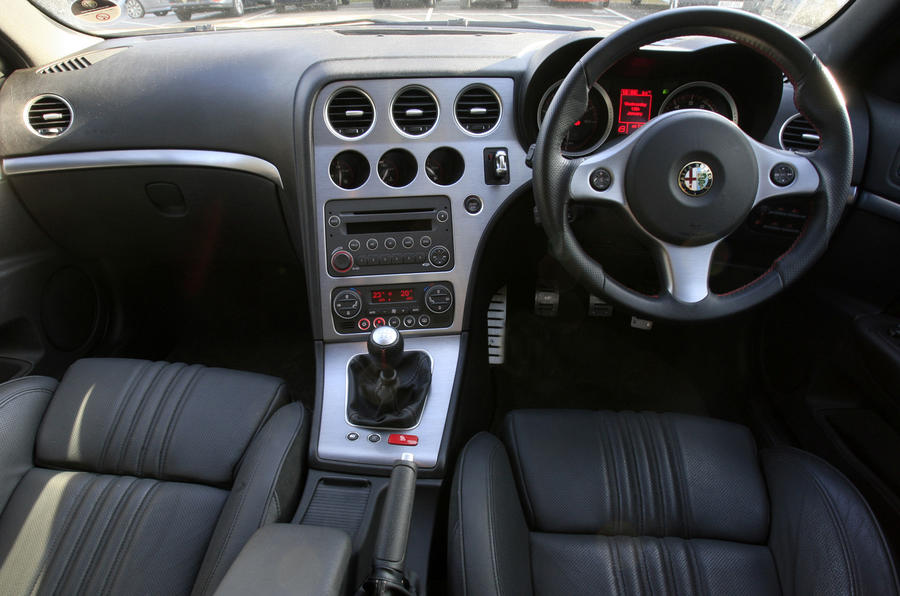 Alfa romeo 159 sportwagon 1750 review autocar for Alfa romeo 159 interieur