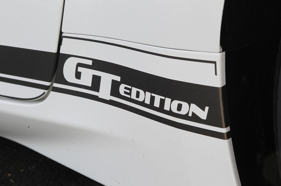 Nissan 370Z GT Edition decals