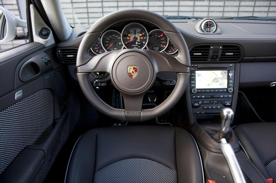 Porsche 911 Sport Classic dashboard