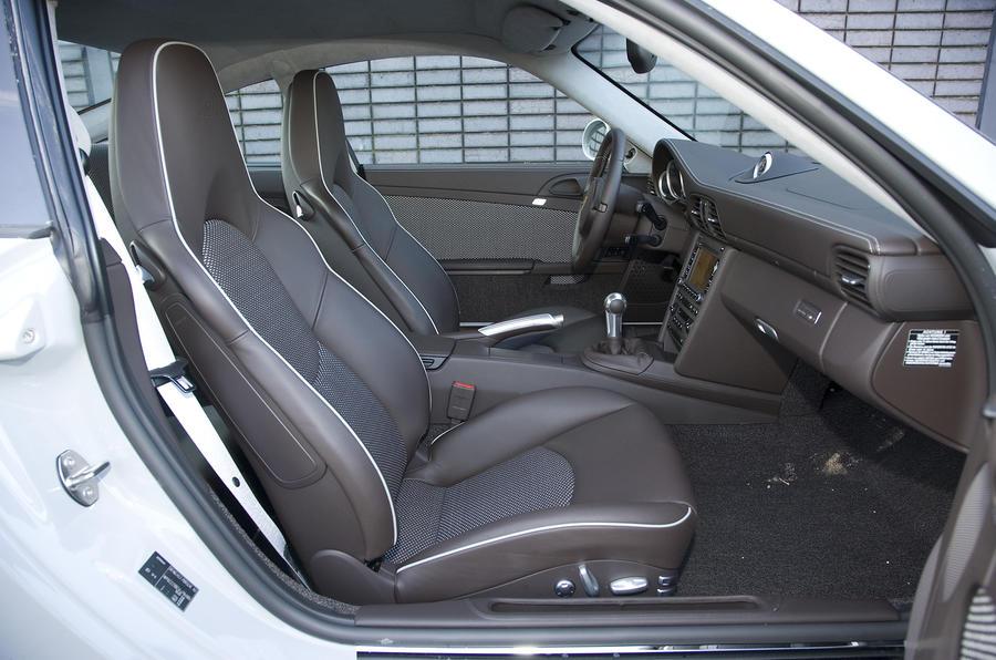 Porsche 911 Sport Classic interior