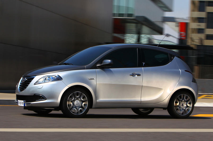 Chrysler Ypsilon in town