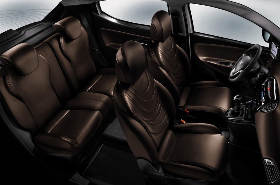 Chrysler Ypsilon rear seats