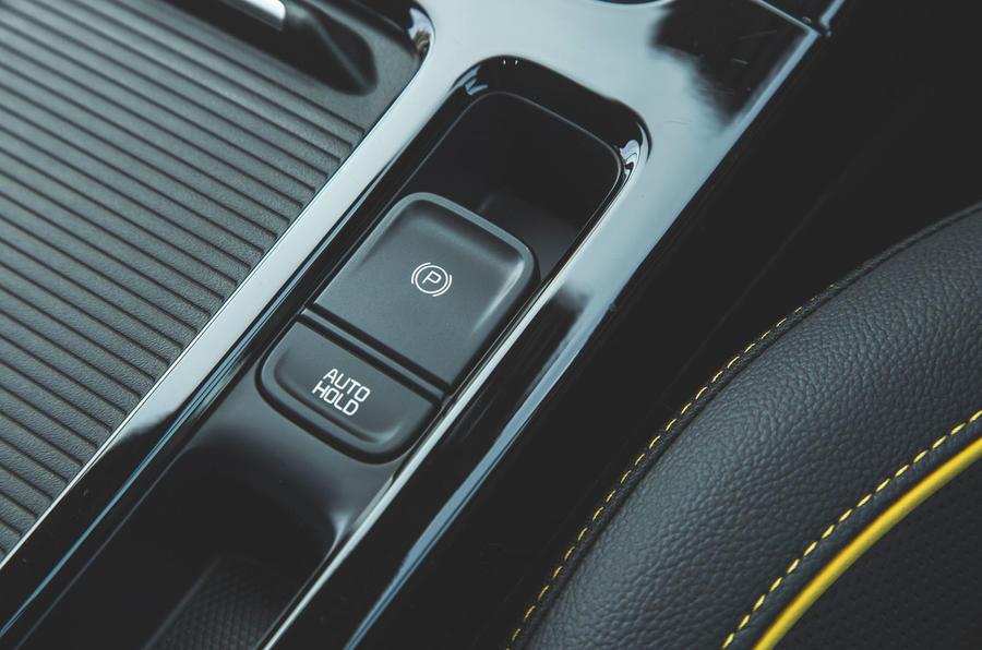 Kia Xceed 2019 road test review - handbrake