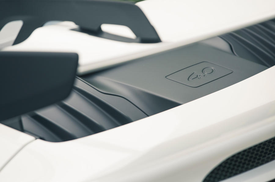27 Porsche 911 GT3 2021 RT cache moteur