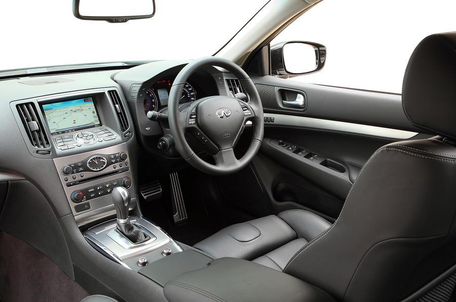 Infiniti G37 S Premium dashboard