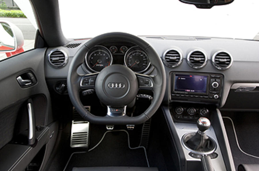 Audi TT RS 2.5 Coupe dashboard