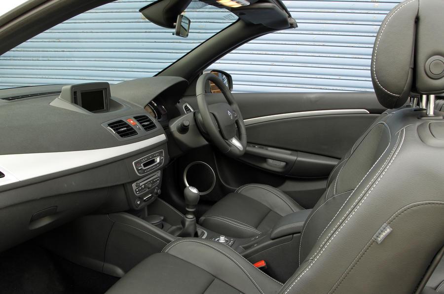 Renault Megane CC interior