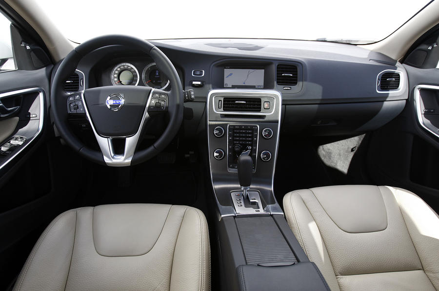 Volvo V60 dashboard