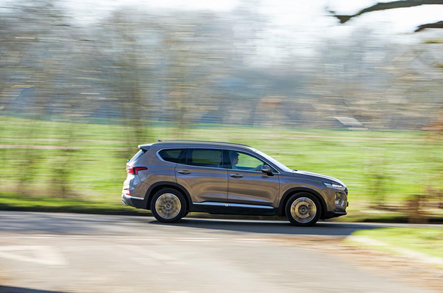 Hyundai Santa Fe 2019 road test review - on the road side