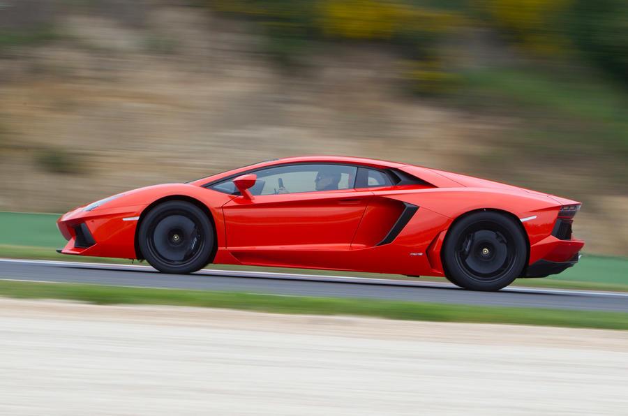 Lamborghini Aventador side profile