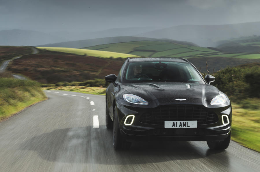 Examen de l'essai routier de l'Aston Martin DBX 2020 - sur le front de la route