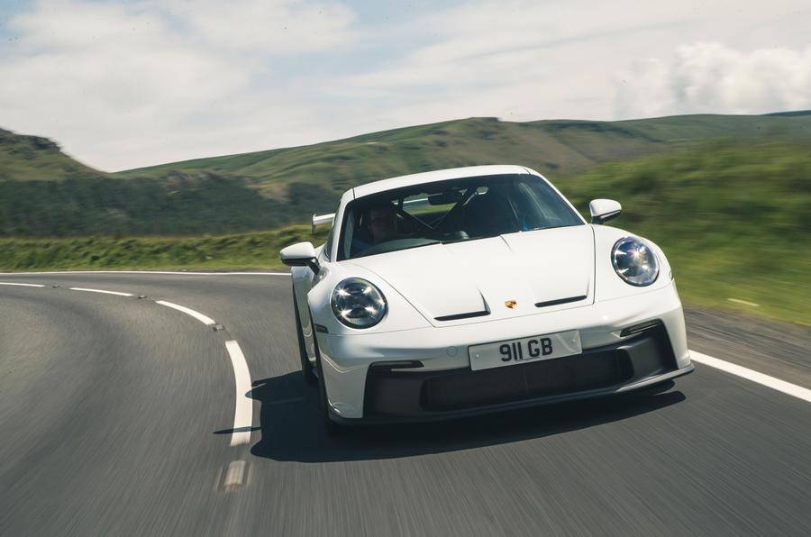 29 Porsche 911 GT3 2021 RT sur route avant