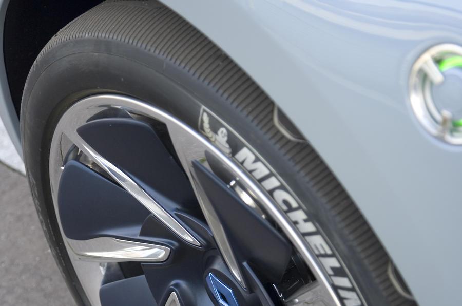 Renault Fluence Z.E. Concept eco tyres