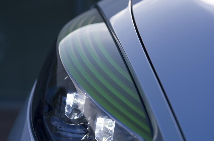 Renault Fluence Z.E. Concept headlights