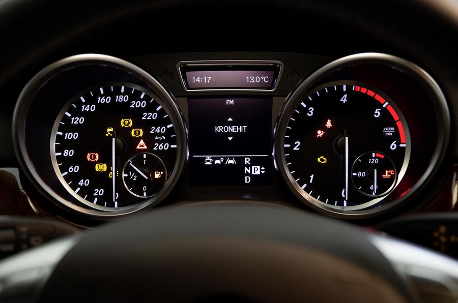 Mercedes-Benz ML 250 instrument cluster