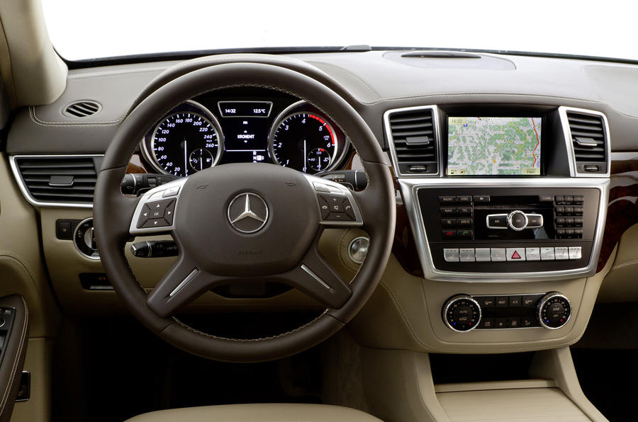 Mercedes-Benz ML 250 dashboard