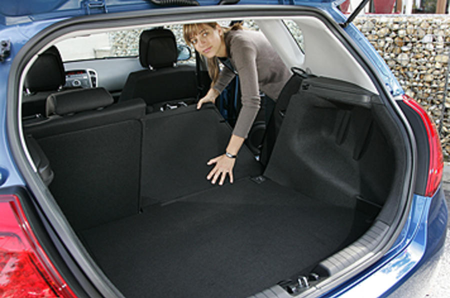 Kia Cee'd extended boot space