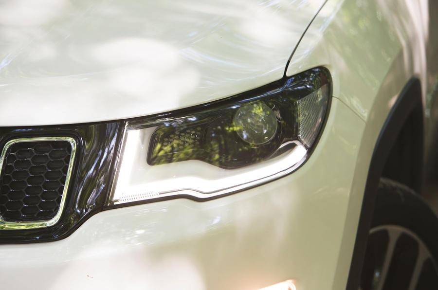 Jeep Compass 2018 highway exam examination - headlights