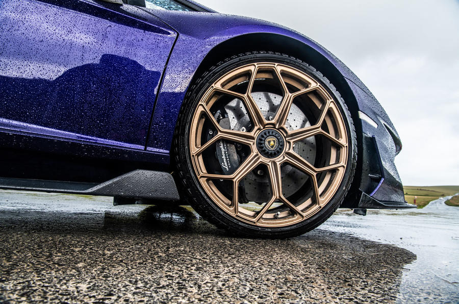 Lamborghini Aventador SVJ 2019 road test review - alloy wheels