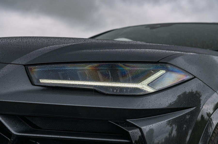 Lamborghini Urus 2019 road test review - headlights