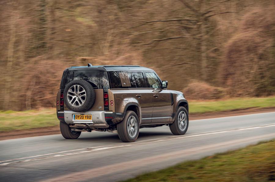 Land Rover Defender 2020 : essai routier - le héros à l'arrière