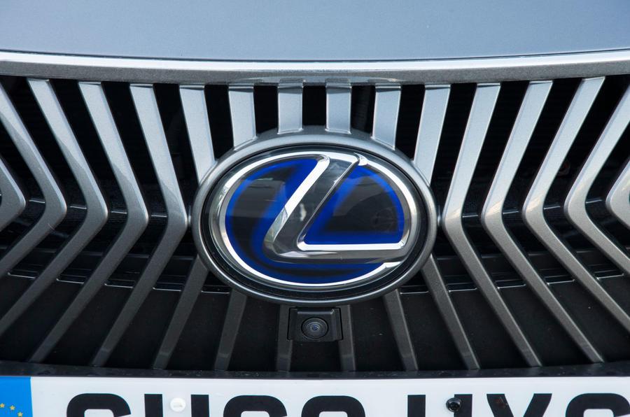 Lexus ES 2019 road test review - grille badge