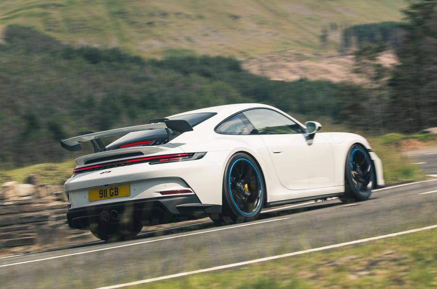 3 Porsche 911 GT3 2021 RT héros arrière