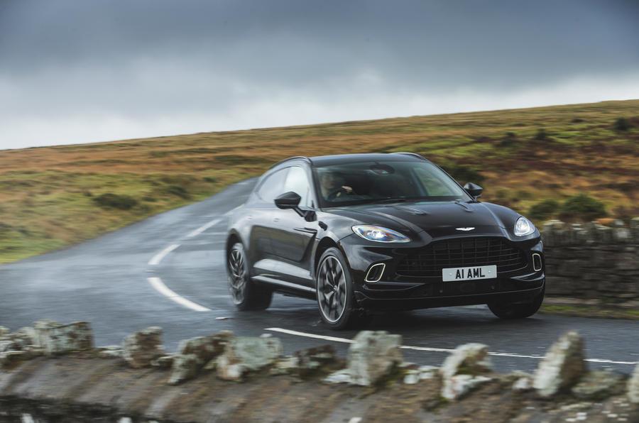 Examen de l'essai routier de l'Aston Martin DBX 2020 - en courbe