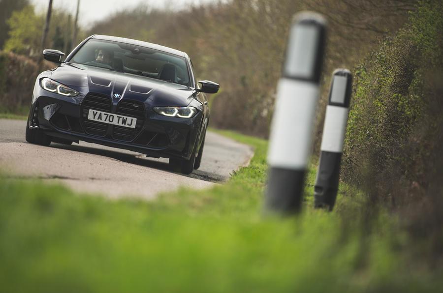 30 BMW M4 Competition 2021 RT sur route avant