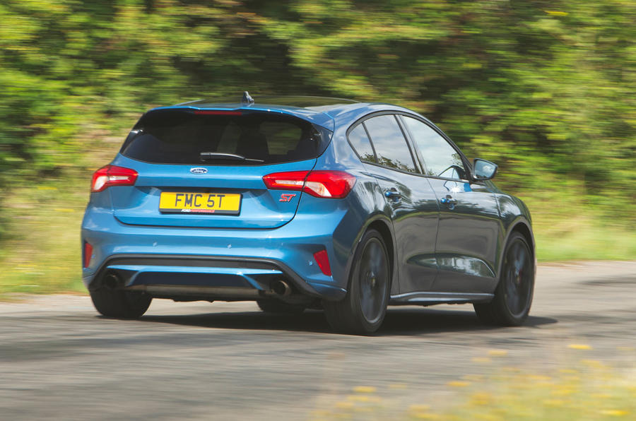 Ford Focus ST 2019 road test - cornering rear
