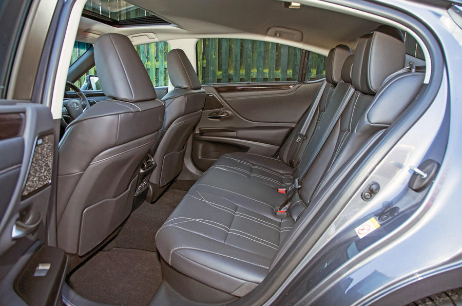 Lexus ES 2019 road test review - rear seats
