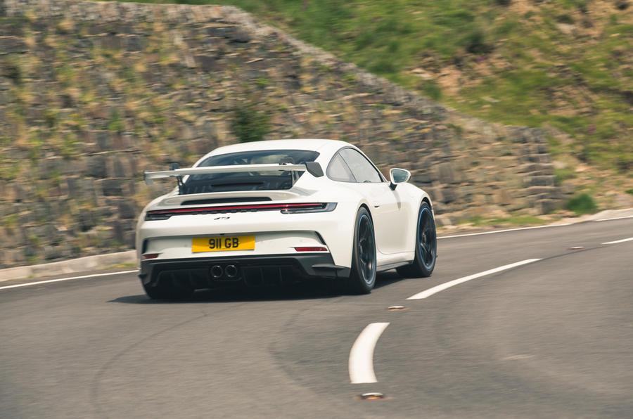 30 Porsche 911 GT3 2021 RT en virage arrière