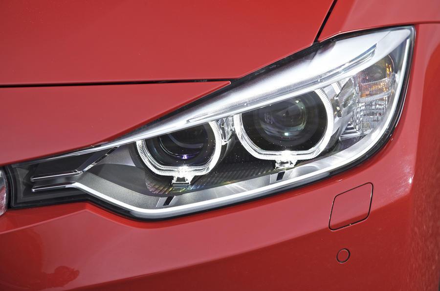 BMW 320d Sport LED headlights