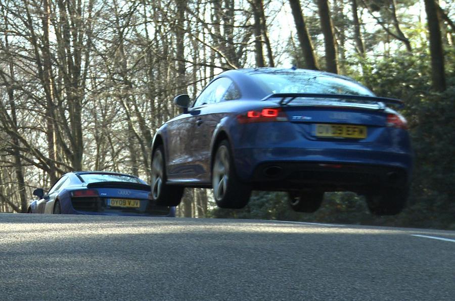 Audi R8 V10 v Audi TT RS - video