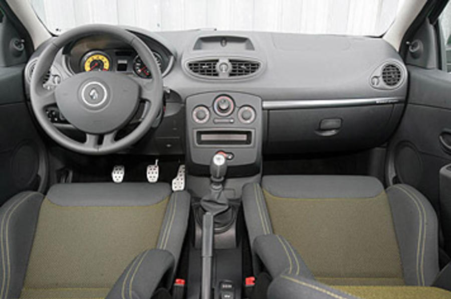 Renault Clio Renaultsport 200 Cup front seats