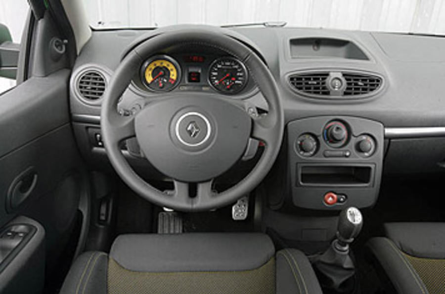 Renault Clio Renaultsport 200 Cup dashboard