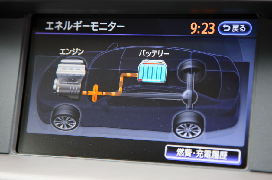 Infiniti M35h infotainment display