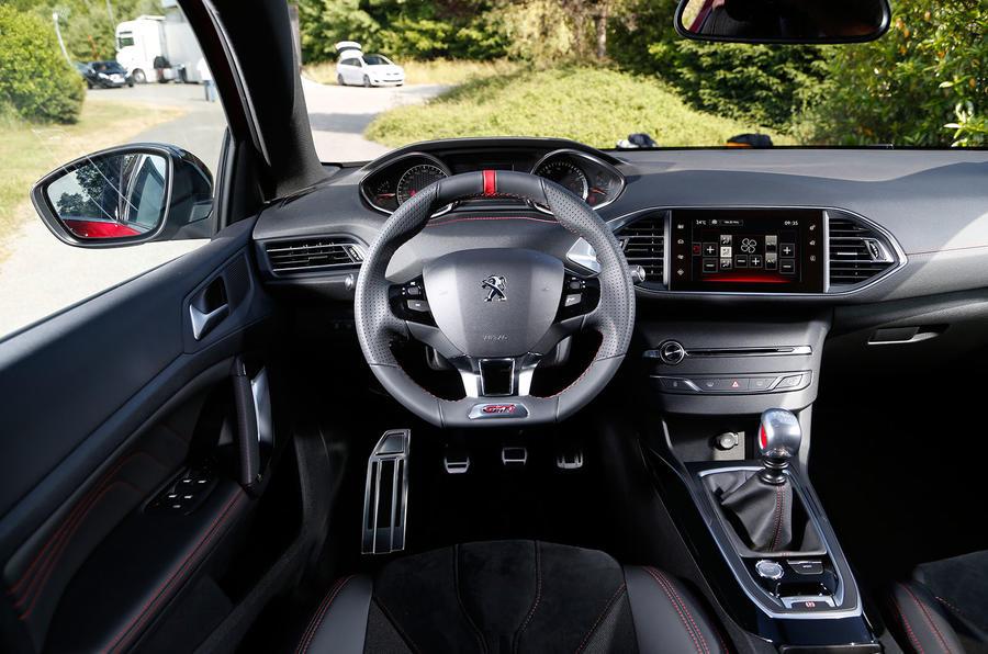 Peugeot 308 GTi dashboard