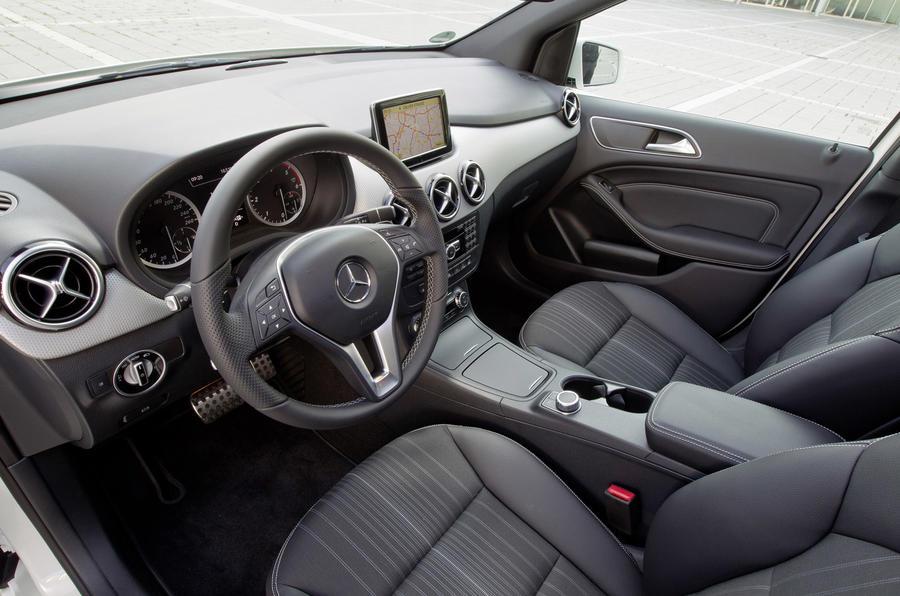 Mercedes-Benz B 200 CDI dashboard