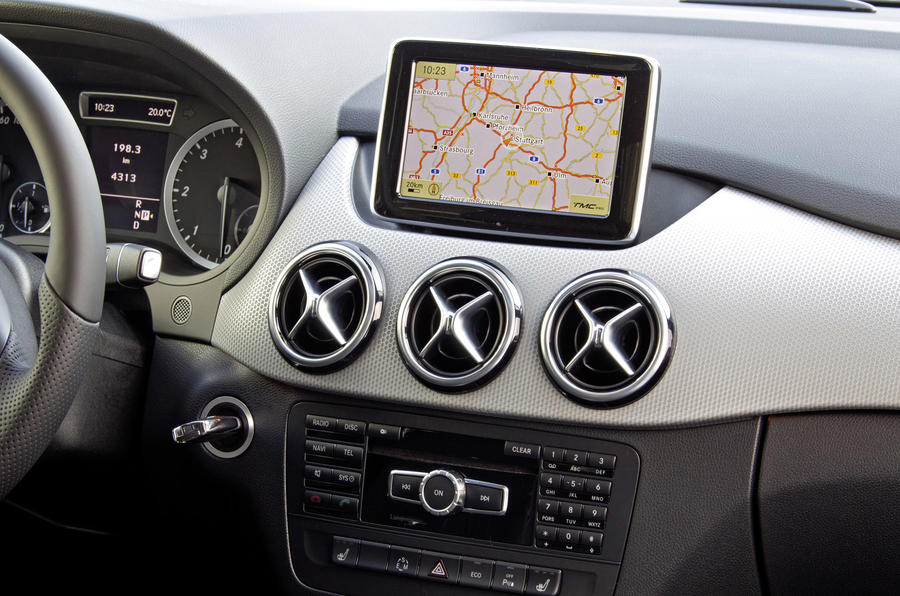Mercedes-Benz B 200 CDI infotainment system