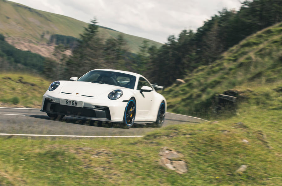 31 Porsche 911 GT3 2021 RT avant en courbe